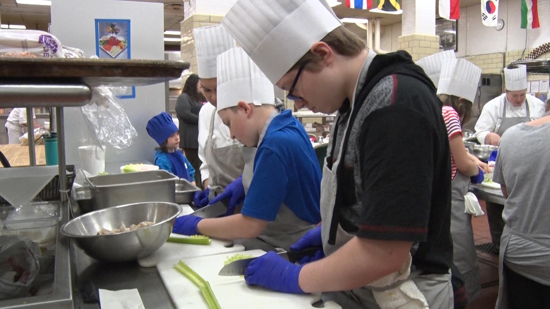 kids cooking_1555016351909.jpg.jpg