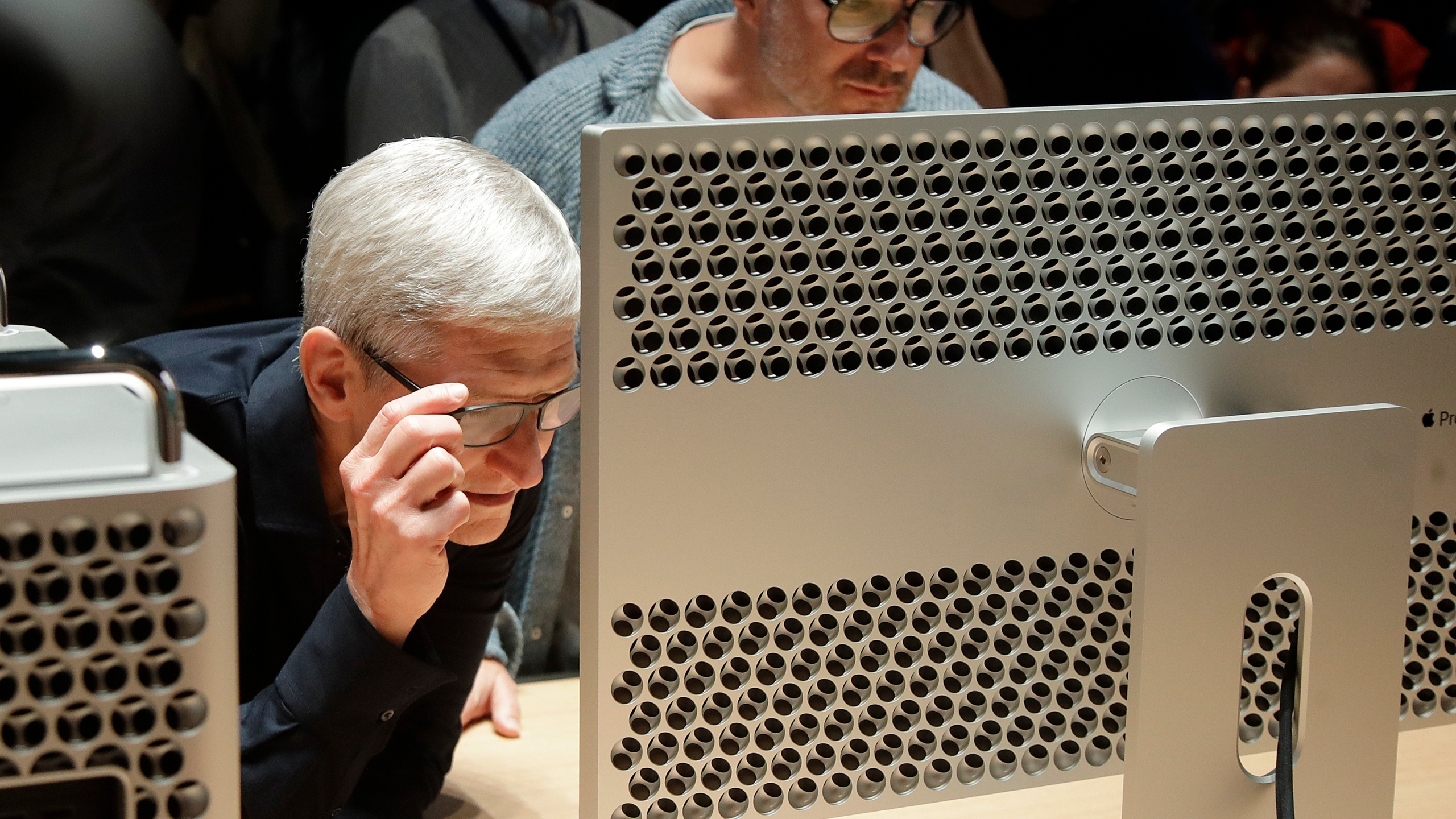 Tim Cook, Jonathan Ive