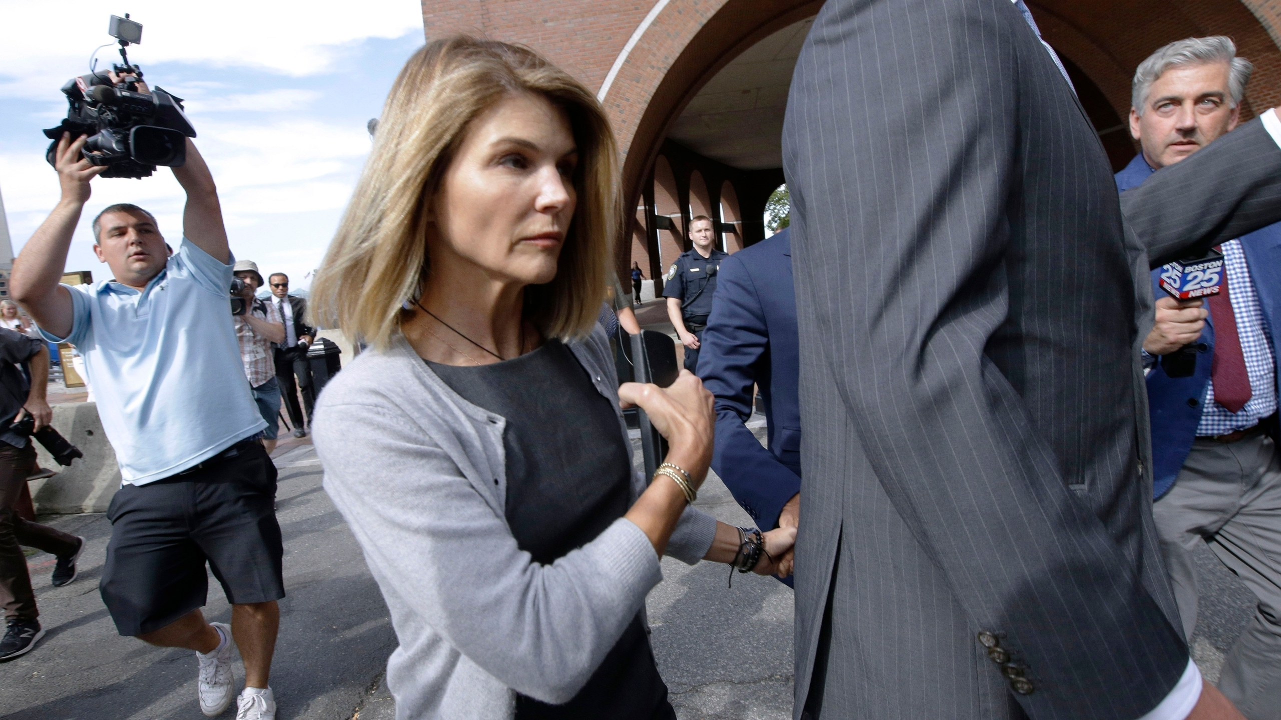 Lori Loughlin Other Parents Charged Again In College Scheme Wvns