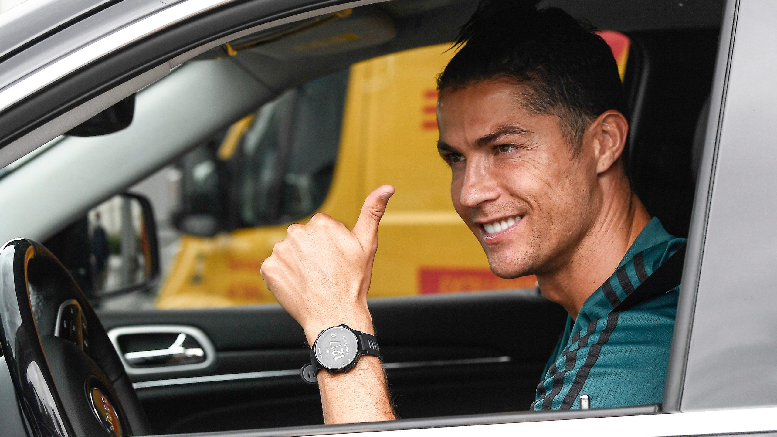 Cristiano Ronaldo Reports To Juventus Gives Thumbs Up Wvns