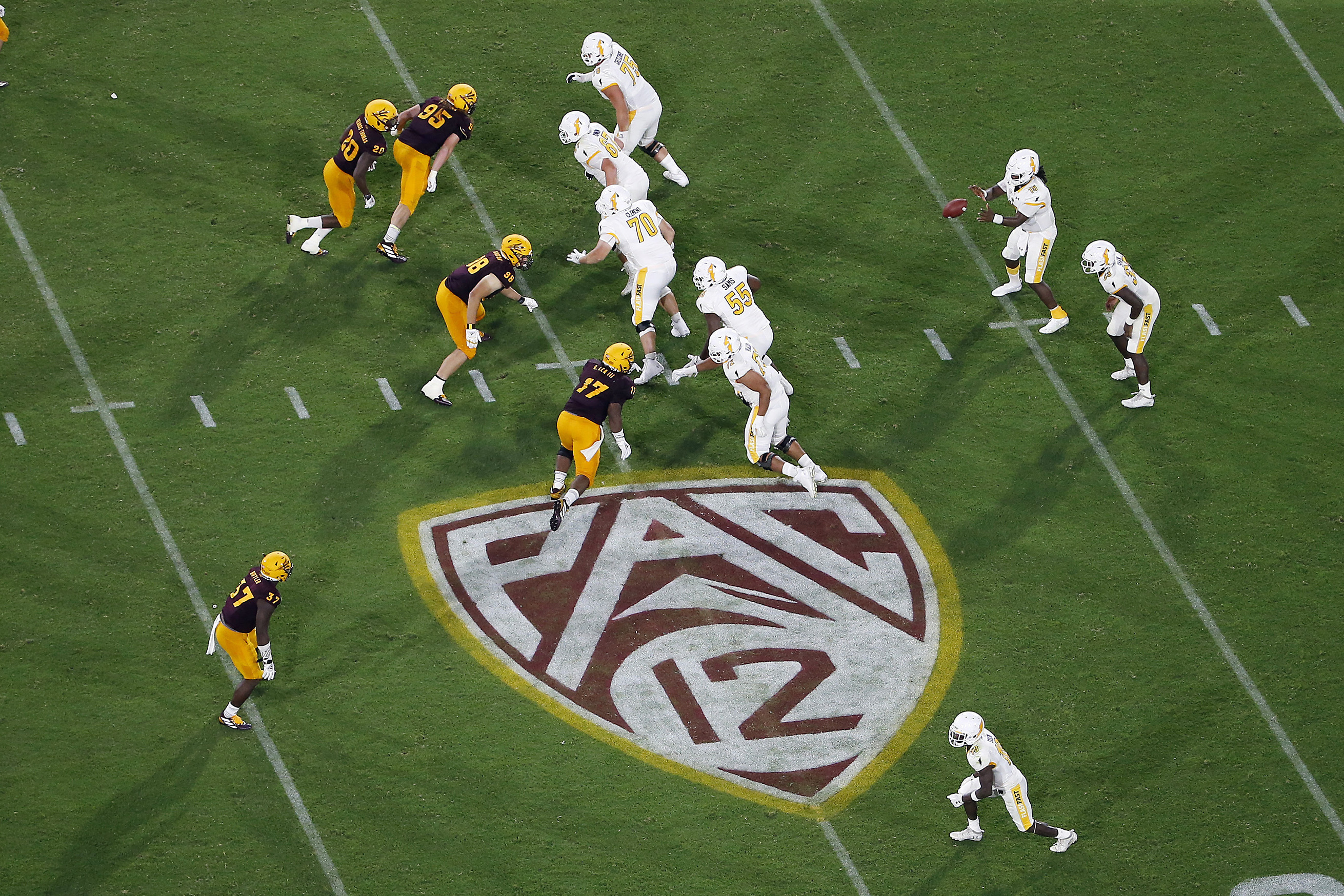 Pac 12 Sets Sept 26 Start For 10 Game Football Schedule Wvns