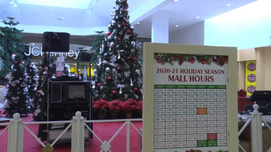 Santa comes to the Crossroads Mall